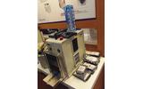 ハードディスクの物理破壊装置。4つ穴をあけて物理的に完全に使えなくしてしまうの画像