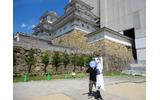 連載第12回で名古屋城の写真を掲載したけど、日本史が得意科目の彼女は日本の城が大好き。世界遺産に登録され白鷺城としても名高い姫路城。白い城壁が印象的だったよ。の画像