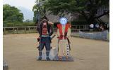 最後は熊本城で加藤清正公と宮本武蔵の顔出し看板での記念写真!さすがに彼女も顔出し看板は恥ずかしそうで、照れた表情だ。の画像