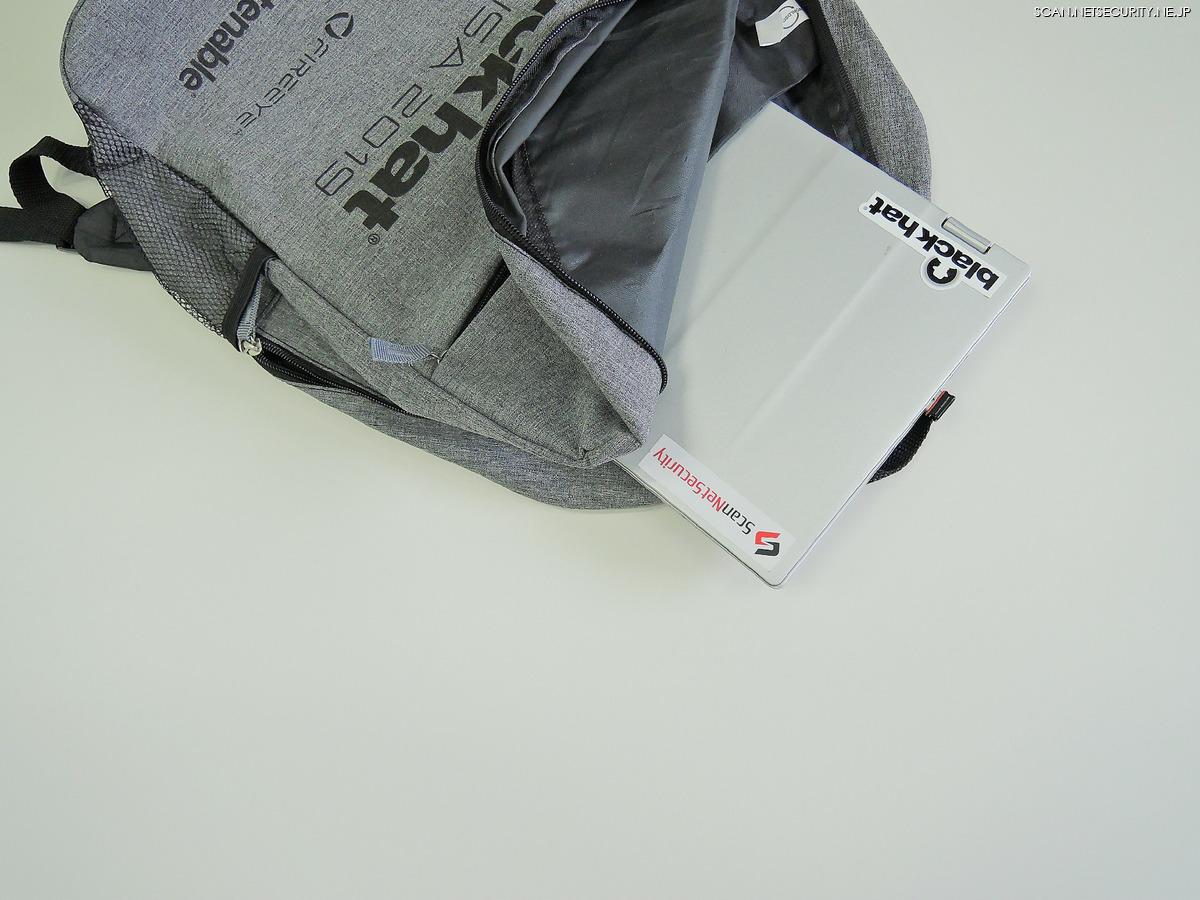 PCへの衝撃を保護するクッションポケット付き